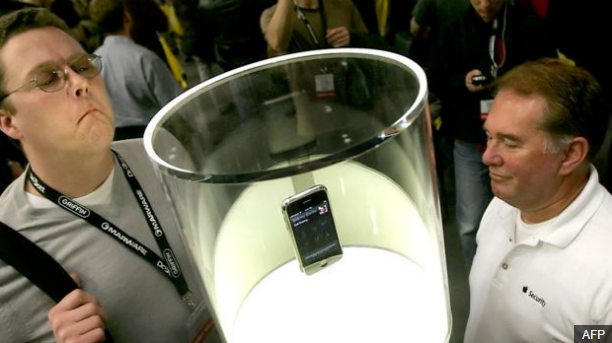 Originálny, prvý iPhone (zdroj: phonearena.com)
